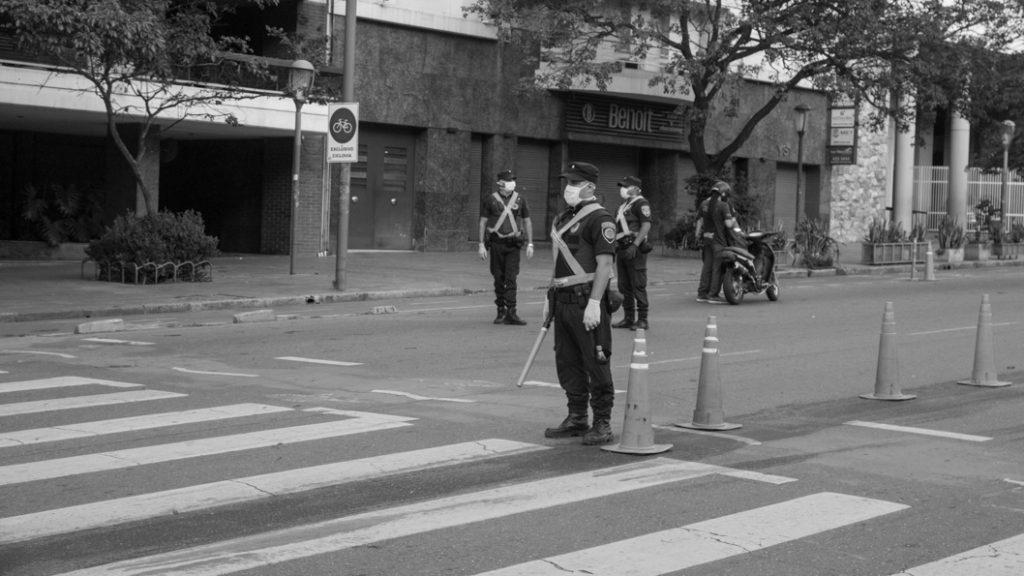 cuarentena-policia-barbijos-controles-calle-cordoba-01