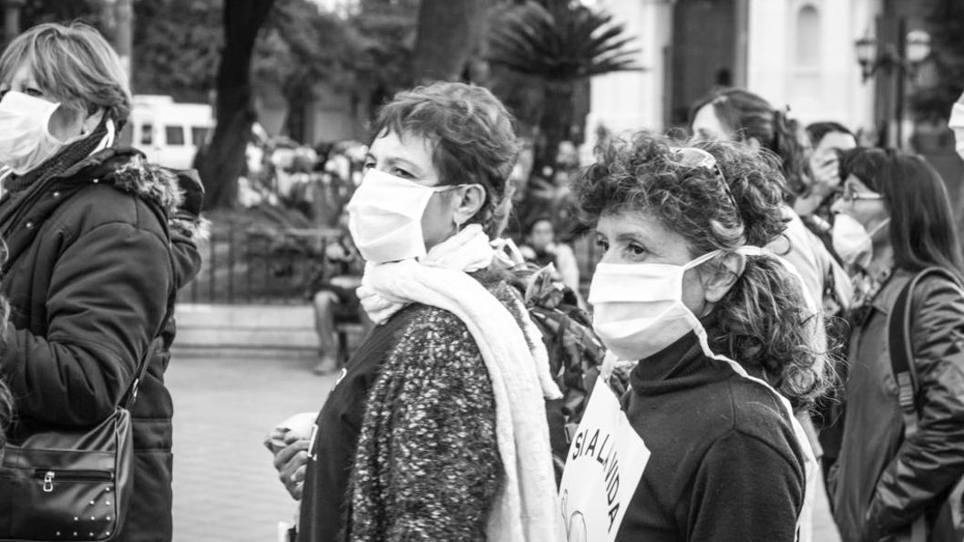 madres-barrio-ituzaingo-anexo-fumigaciones-barbijos-medionegro-03