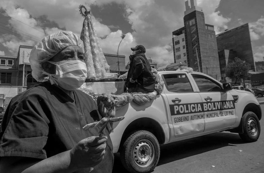 Bolivia policia coronavirus la-tinta