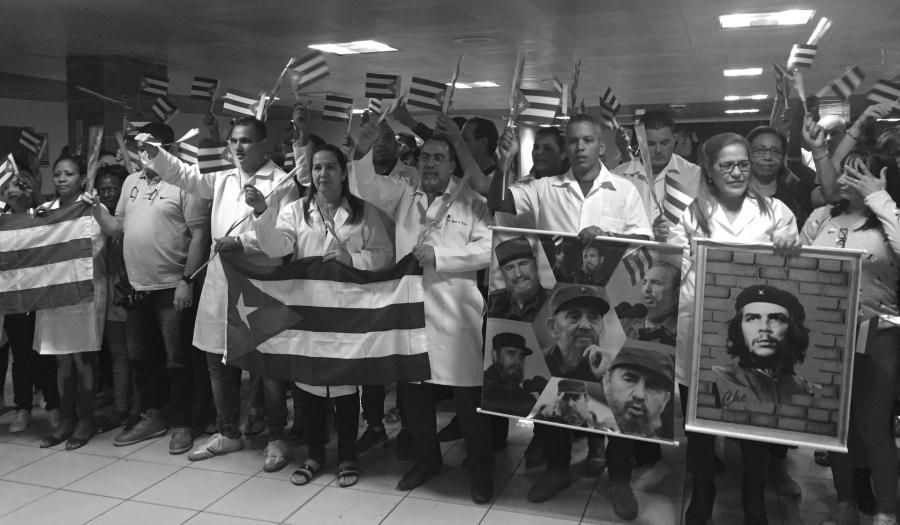 Cuba medicos Fidel y el Che la-tinta