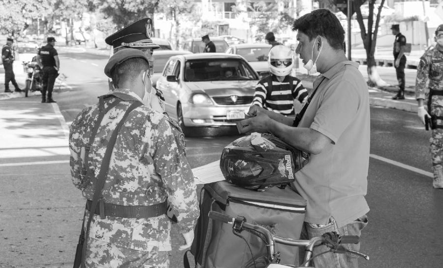 Paraguay coronavirus policia la-tinta