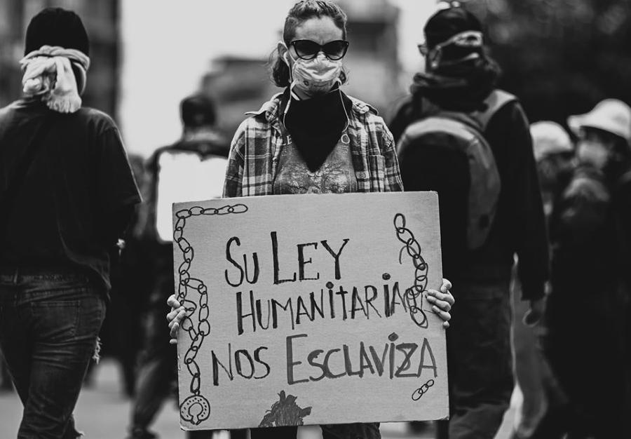 Ecuador protesta contra ley humanitaria la-tinta