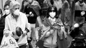 En el mundo, crecen las manifestaciones contra la gestión del coronavirus
