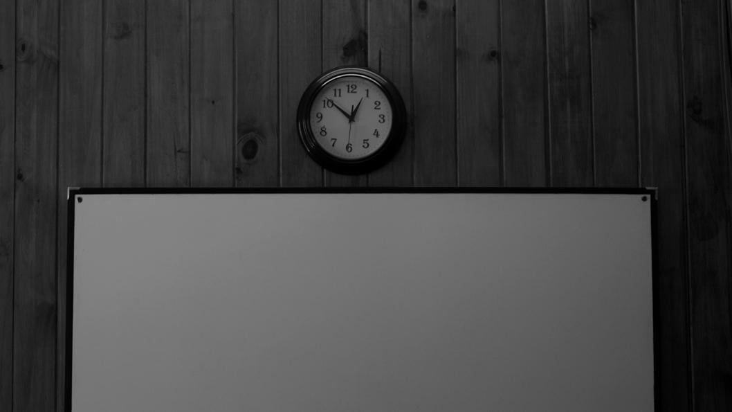 neuro-salud-mental-vacio-encierro-distancia-hora-tiempo-reloj