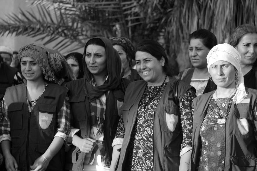 Kurdistan Rojava mujeres fuerza HPC la-tinta