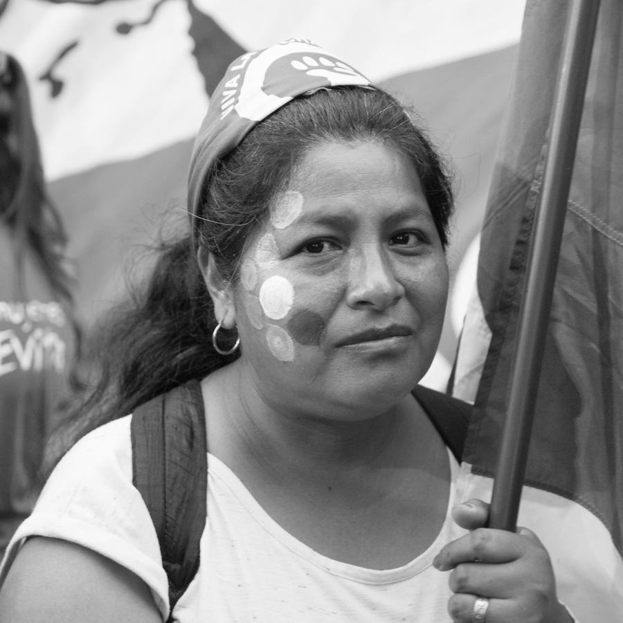 Mujer-marron-feminismo-marcha-retrato-01