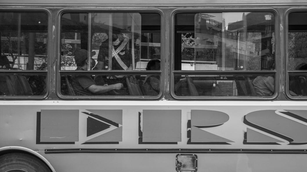 cuarentena-colectivo-transporte-urbano-público-pandemia-coronavirus-policía