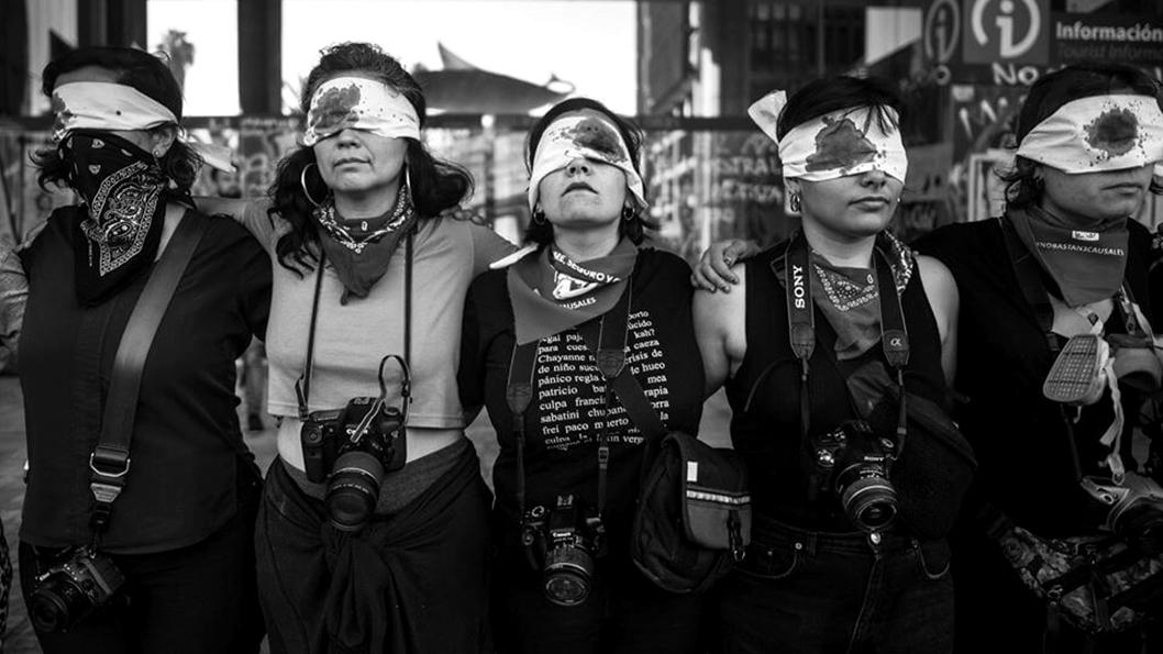 nicole-kramm-chile-protesta-mujeres-policia-represion-fotografia-fotografa-reportera