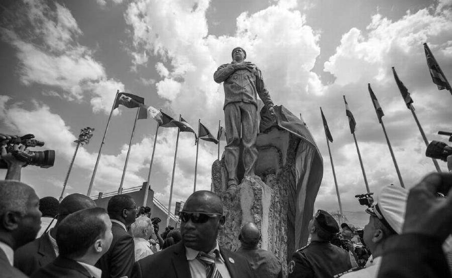 Haiti monumento Hugo Chavez la-tinta