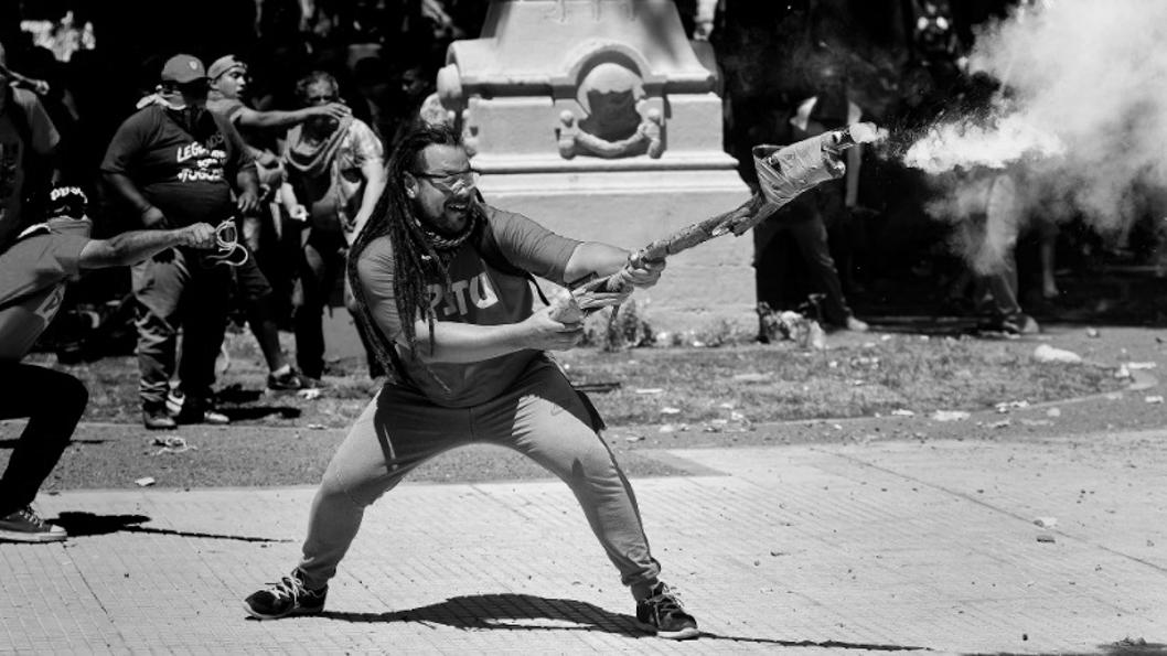 Sebastián-Romero-manifestació-reforma-previsional-Plaza-Congresos-Buenos-Aires