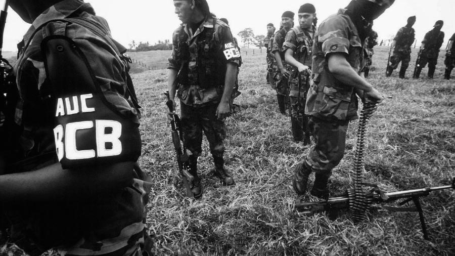 Colmbia autodefensas paramilitares la-tinta