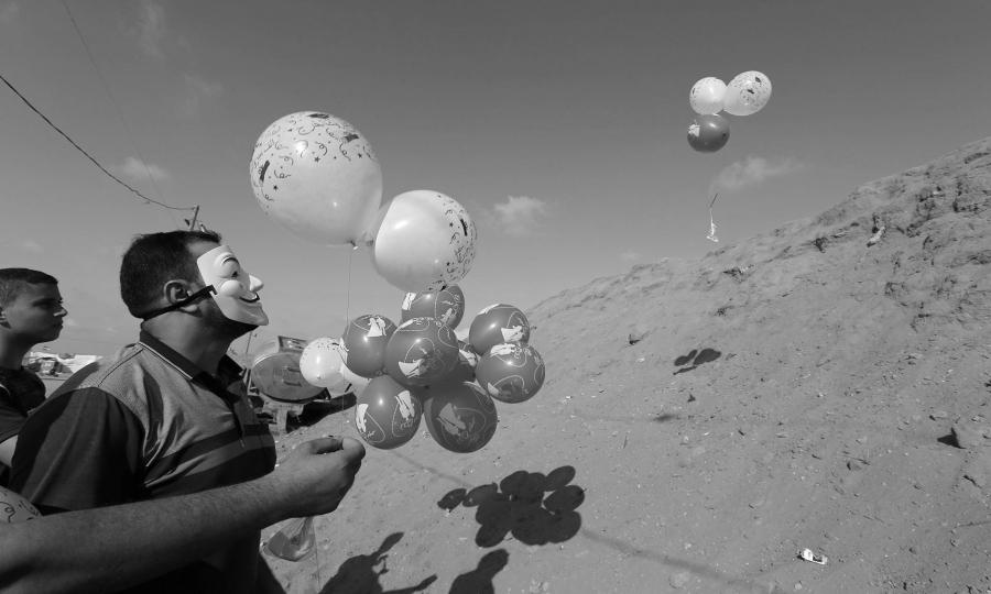 Palestina Franja de Gaza globos incendiarios la-tinta (1)