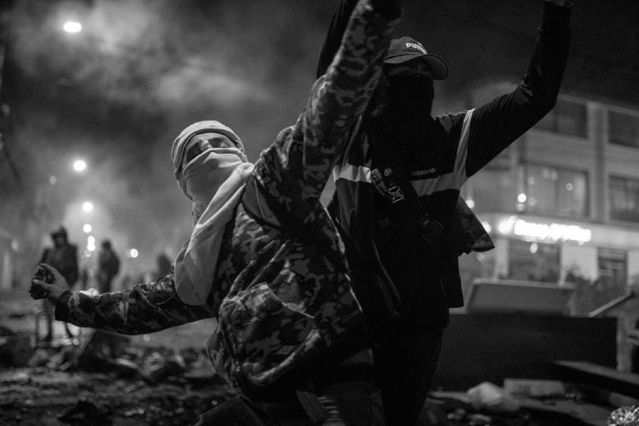 Colombia manifestantes contra la policia la-tinta
