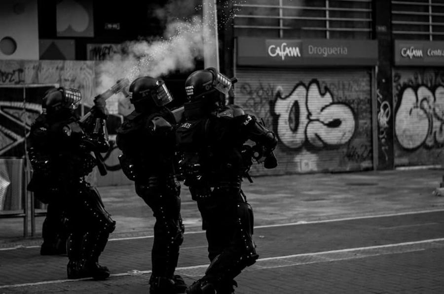 Colombia policia reprime la-tinta (1)