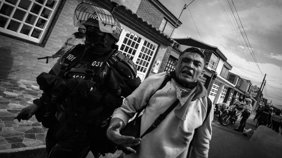 Colombia policia reprime la-tinta