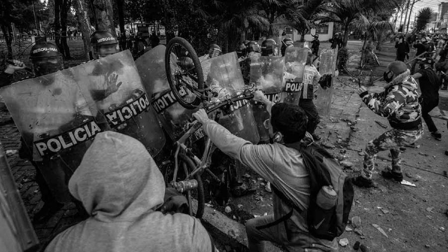 Colombia protestas contra la policia Bogota la-tinta