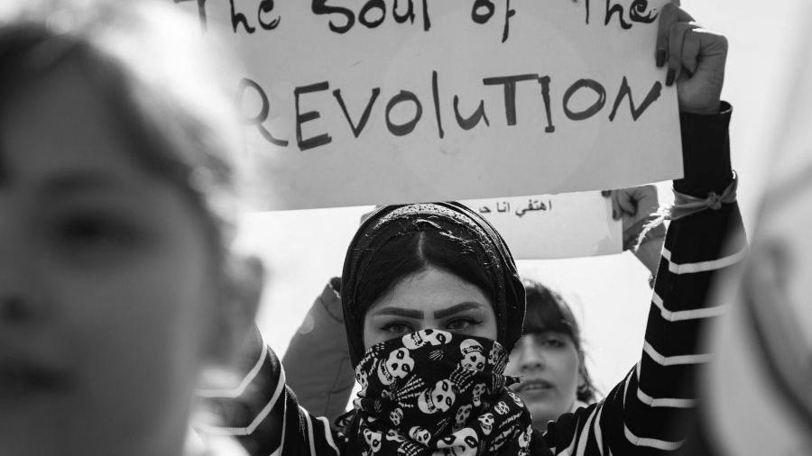 Irak manifestacion de mujeres la-tinta (1)
