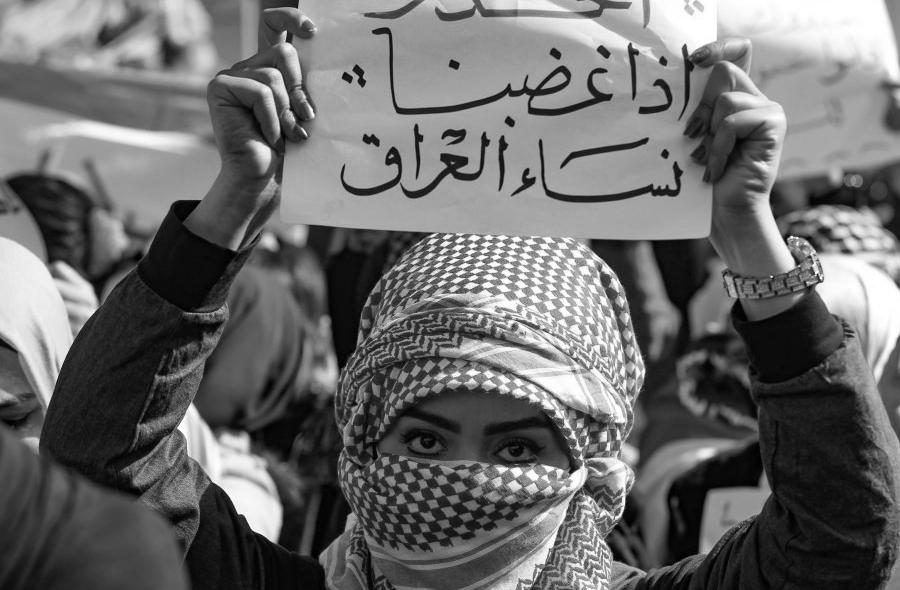 Irak mujer manifestacion la-tinta