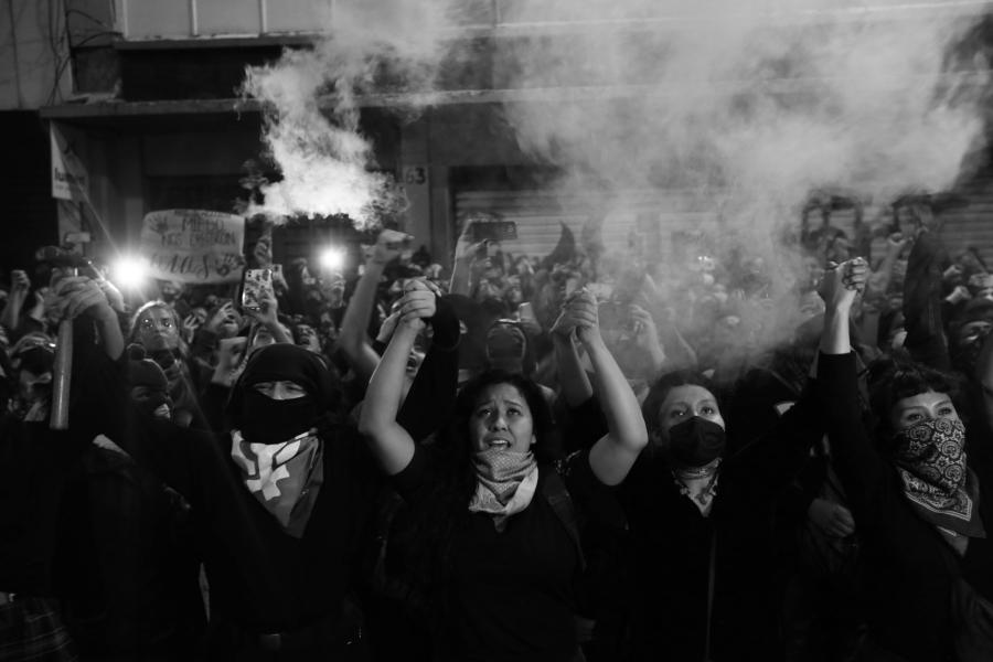 Mexico Okupa feminista mujeres la-tinta