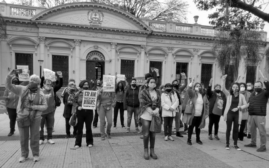 Paraguay niñas asesinadas protesta la-tinta