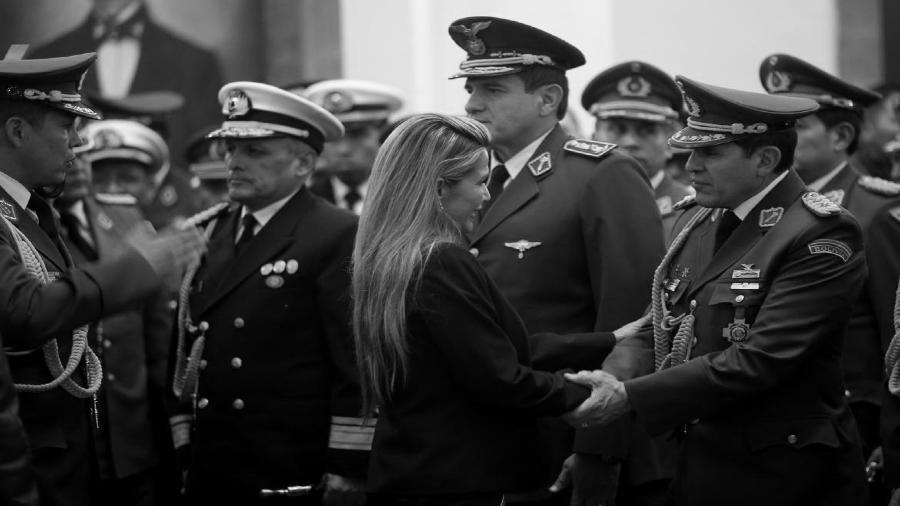 Bolivia militares presidenta de facto la-tinta