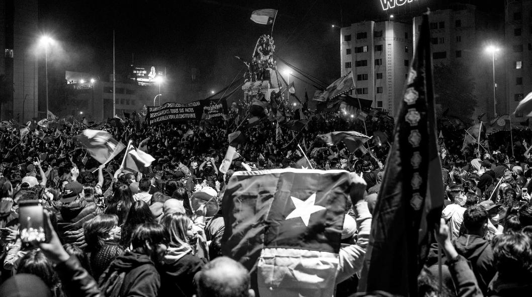 Chile Plaza Dignidad nueva constitucion la-tinta