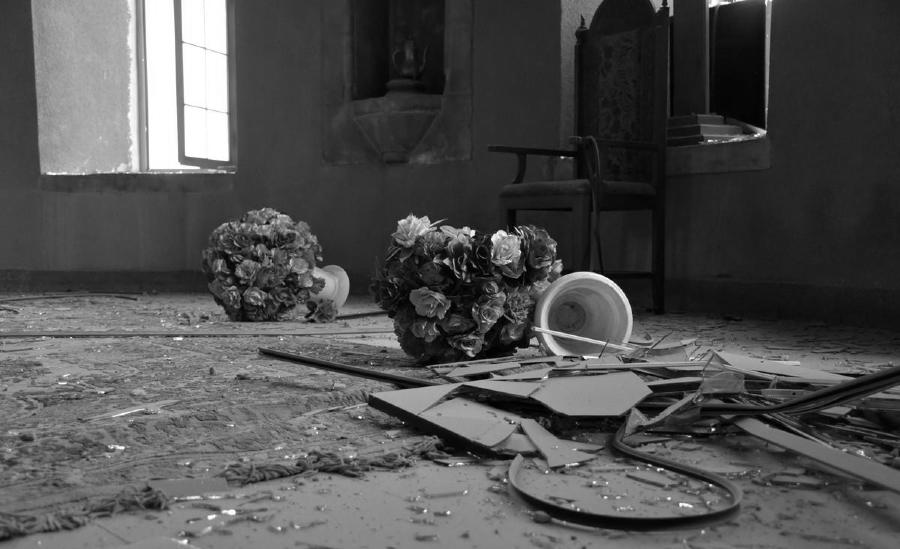 Iglesia bombardeada Armenia la-tinta