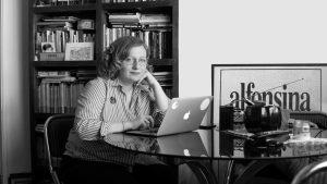 """Gabriela Borrelli: """"La literatura no es para escaparse del mundo, sino para habitarlo de otra manera"""""""