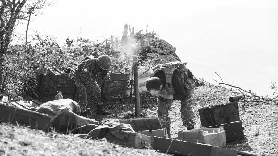 Artsaj soldados en combate la-tinta