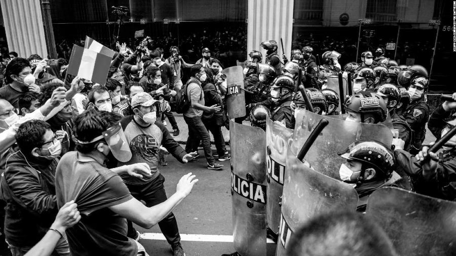 Peru manifestaciones policia la-tinta