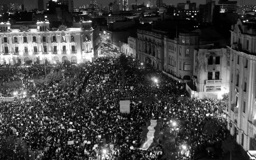 Peru masivas movilizaciones contra el gobierno la-tinta