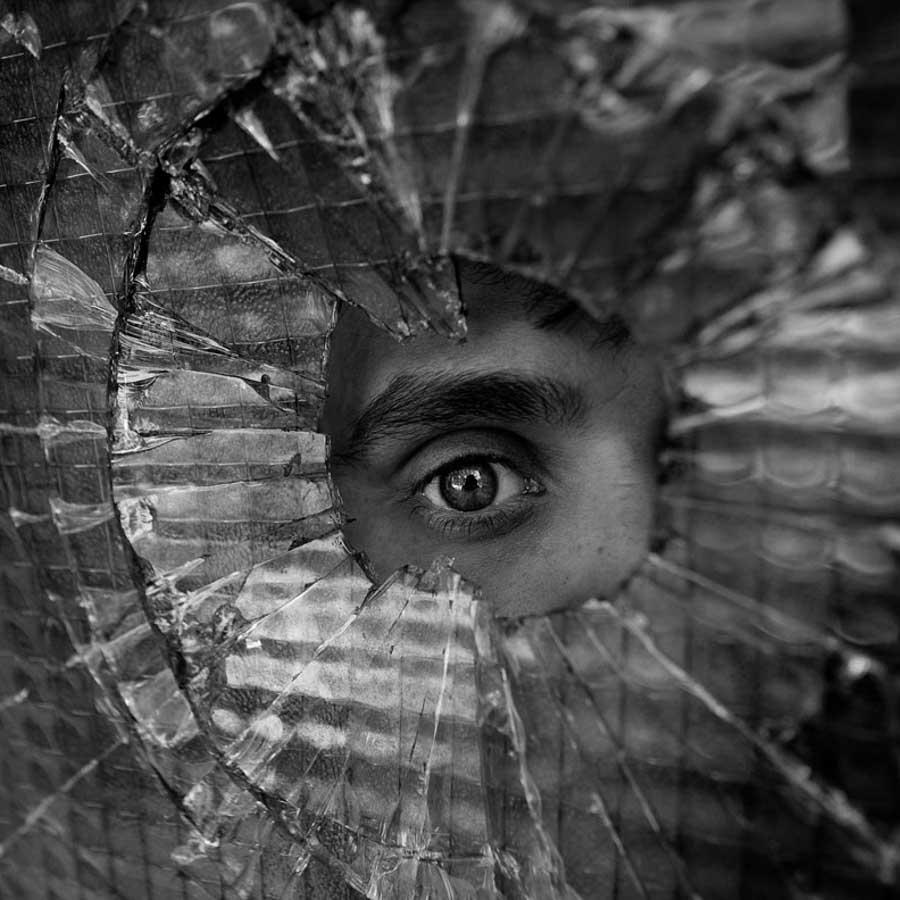 sub-coop-retrato-vidrio-mirada-ventana-ojo