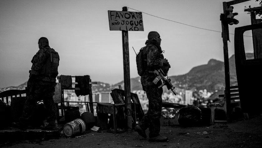 Brasil favelas fuerzas armadas la-tinta