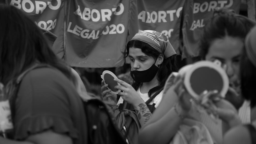 Feminismo-mujeres-La-tinta-jovenes-adolescente-vigilia-senadores-cordoba-aborto-01