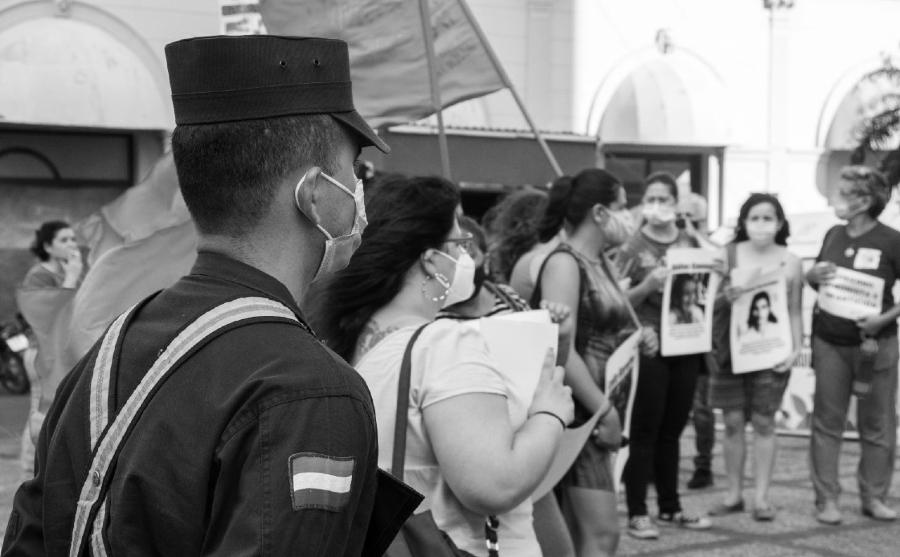 Paraguay Dia de las Mujeres policia la-tinta
