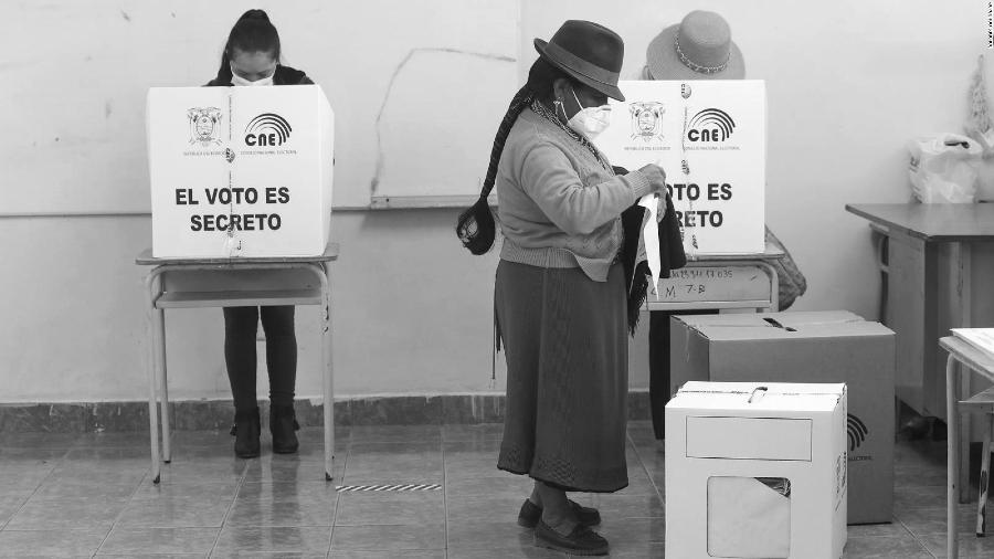 Ecuador segunda vuelta electoral la-tinta