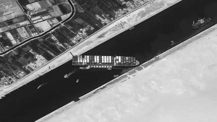 Egipto canal de Suez barco encallado la-tinta