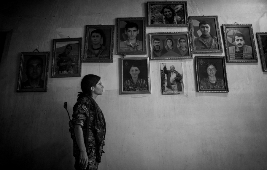 Irak Shengal miliciana yezidi la-tinta