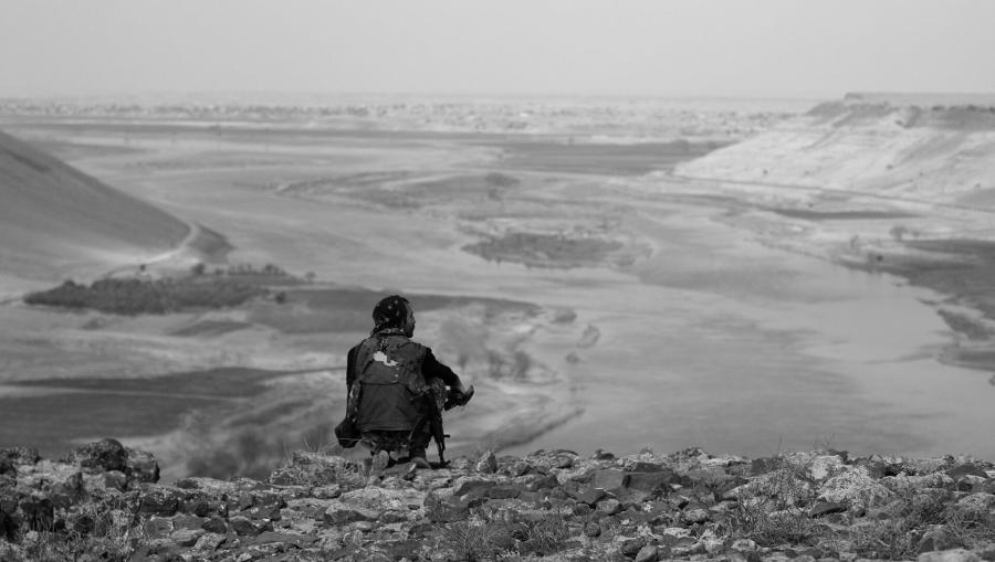 Rojava miliciana kurda rio eufrates la-tinta
