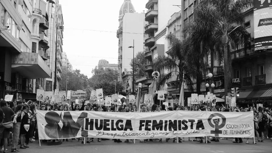 Uruguay huelga feminista la-tinta
