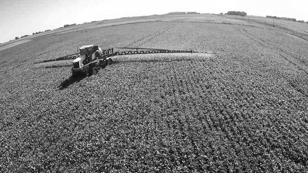 extractivismo-pulverización-soja-agrotóxicos-campo-agroquímicos