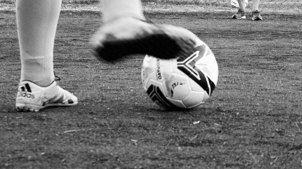 fútbol-pelota-botines-cancha-deporte
