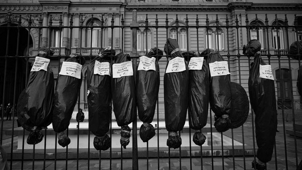 Bolsas-cadáveres-dirigentes-oficialistas-casa-gobierno-macrismo