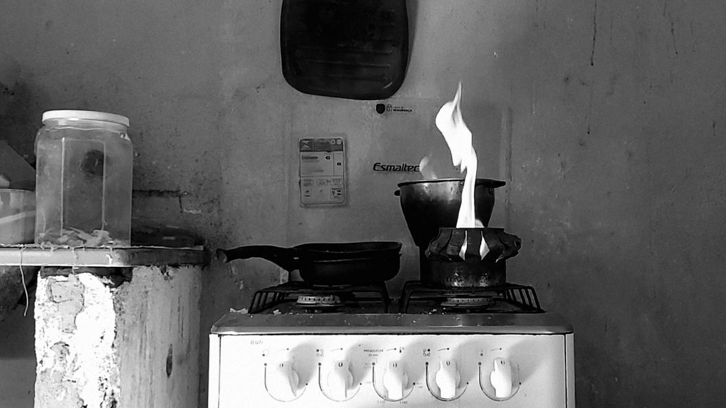 Brasil-pandemia-covid-crisis-fuego-gas