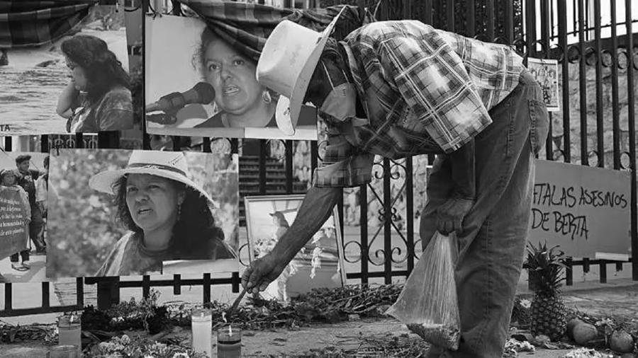 Honduras homenaje a Berta Caceres la-tinta