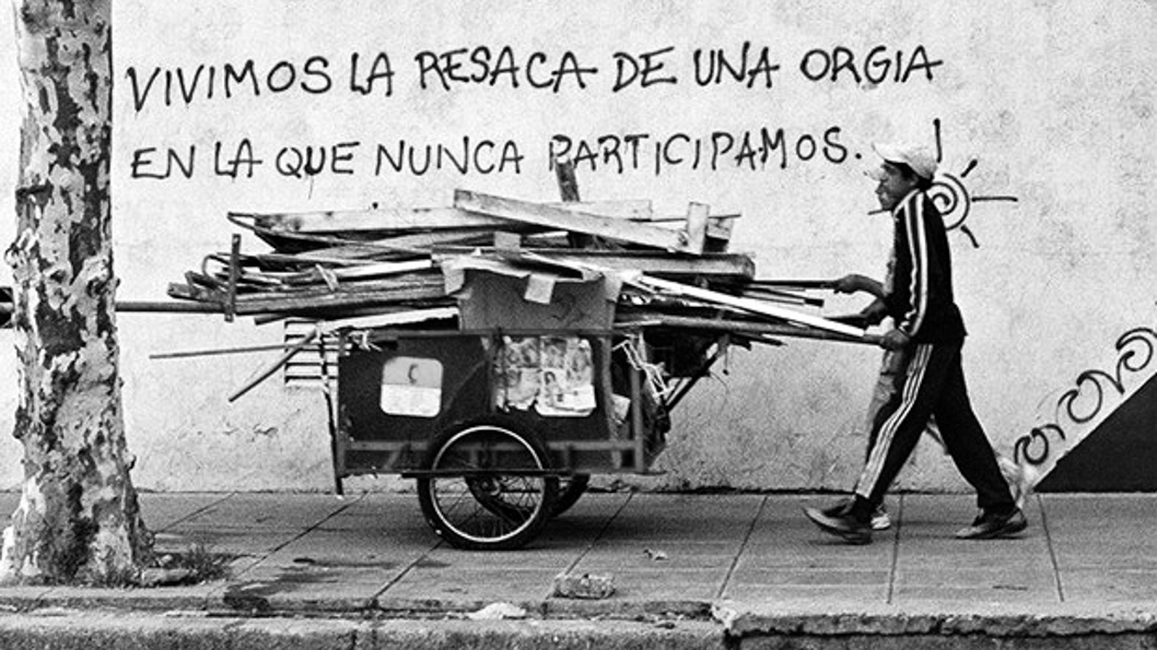 cartonero-pobreza-crisis-resaca-orgía