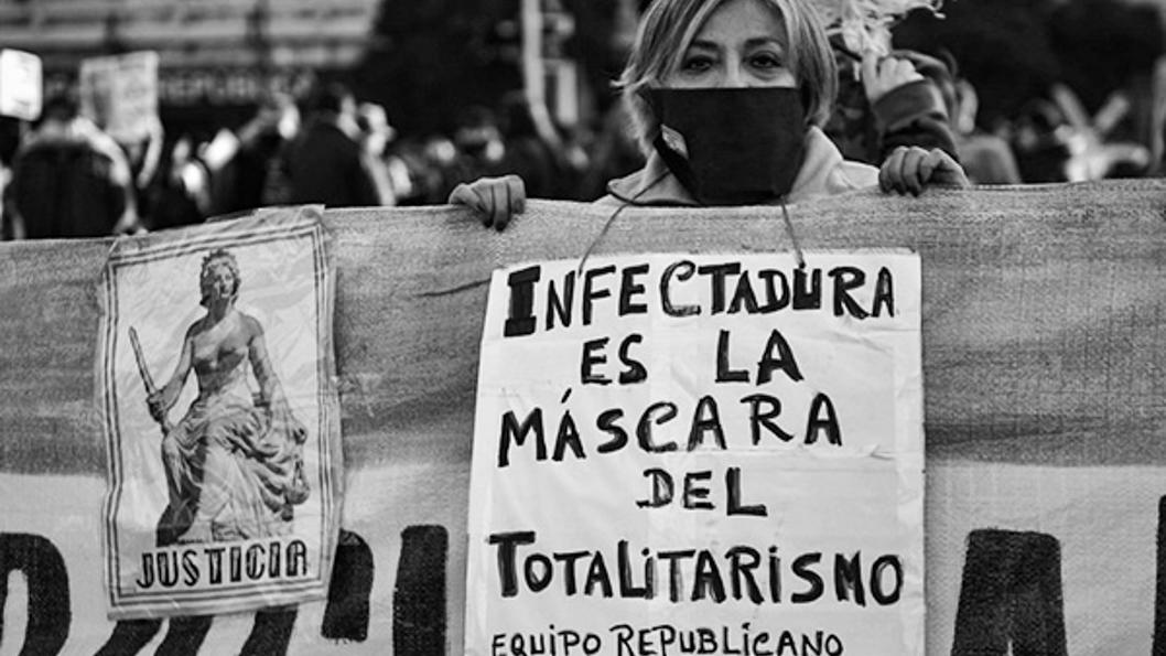 covid-pandemia-antiderechos-totalitarismo-movilización-cuarentena