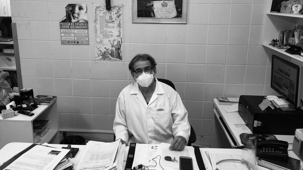 doctor-Marcos-Barreto-Brasil-pandemia-covid-crisis-2