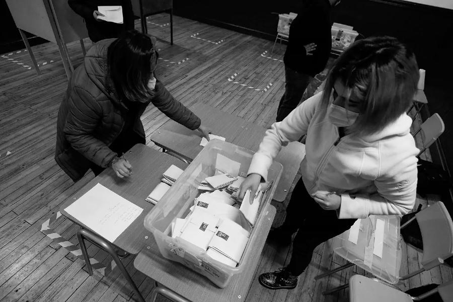 Chile eleccion constituyentes mesa de votacion la-tinta