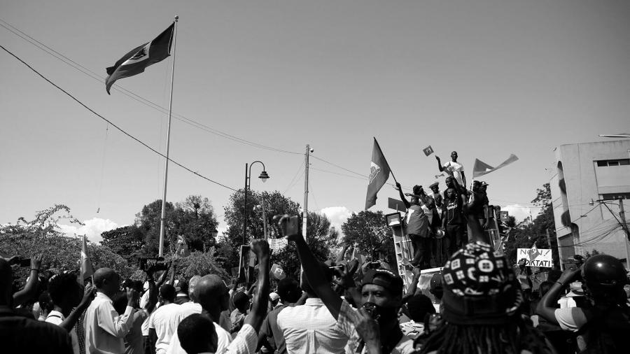 Haiti movilizaciones bandera la-tinta